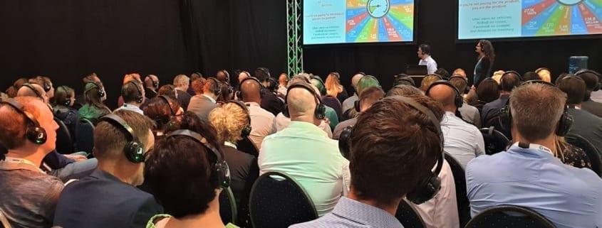 lezingen en beurs presentaties zaal big data expo koptelefoons