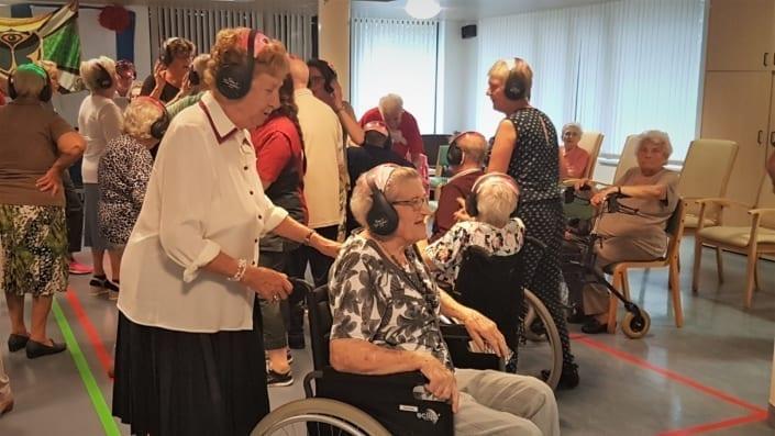 senioren silent disco rolstoelers