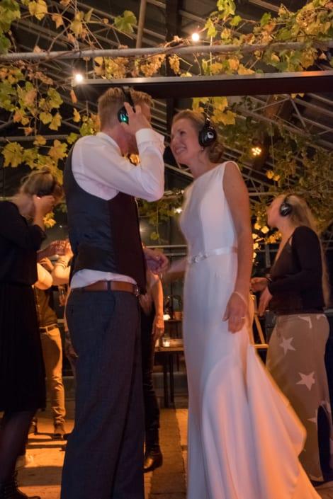 silent disco bruidspaar trouwfeest