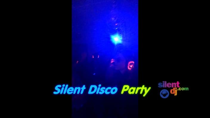 silent disco thuisfeestjes studenten thuis feest silent disco